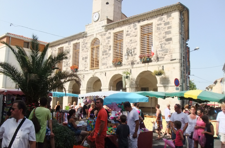 TRADITIONAL MARKET IN BESSAN